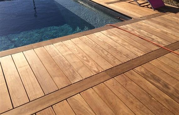 Comment faire le lien avec une piscine terrasse en for Prix piscine posee