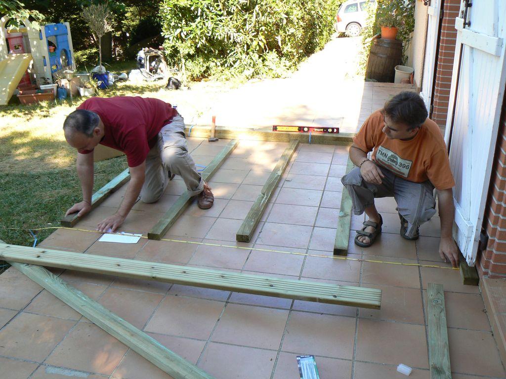 sur dalle en sapin trait classe 4 terrasse en bois comment construire votre guide. Black Bedroom Furniture Sets. Home Design Ideas