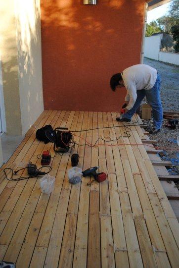 sur dalle en robinier terrasse en bois comment construire votre guide. Black Bedroom Furniture Sets. Home Design Ideas
